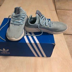 Adidas tubular size 4 girls